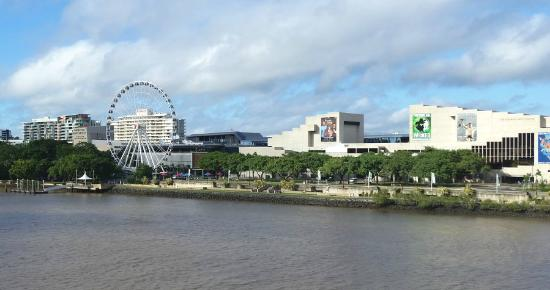 Wheel of Brisbane : the wheel seen from across the river