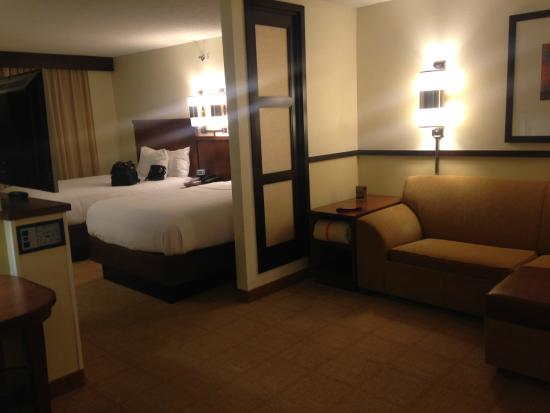 Hyatt Place Richmond / Arboretum: Double bed/ Lounge area
