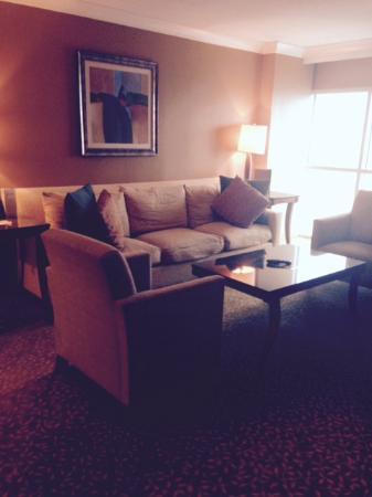 Island View Casino Resort: Corner Suite Living Room