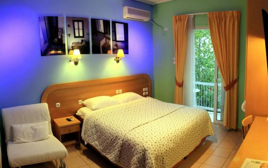 Ξενοδοχείο Σέγκας: Proud of our new design bedrooms (still small bathrooms!)