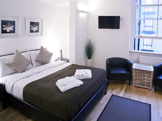 Hyde Park Executive Apartments: club room - complementary wifi