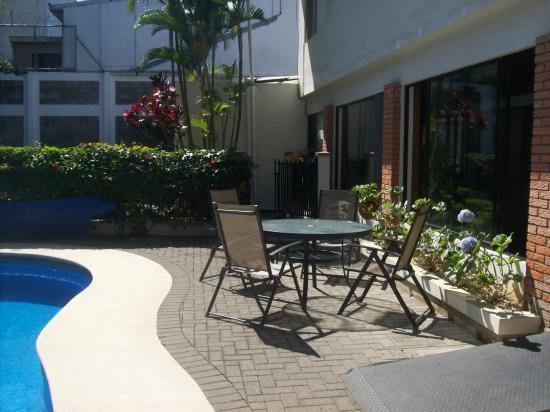 Casa Laurin B&B : Patio area