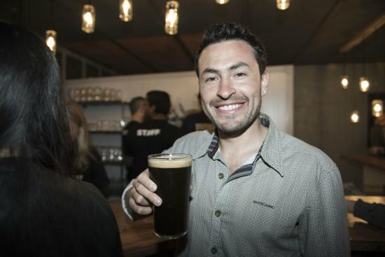 Edge Brewing, Barcelona: That looks like a pint of our Padrino Porter. Cheers!