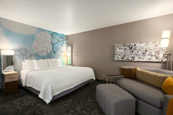 1 king guestroom with lounge around sofa picture of courtyard salt rh en tripadvisor com hk
