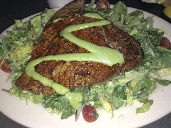 California Fish Grill: Ahi Tuna Salad (With Flash)