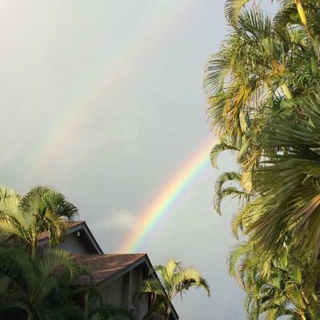 هانالي باي ريزورت: Rainbow over the Hanalei Bay Resort