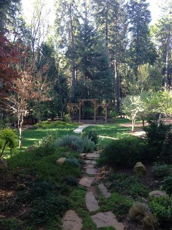 Harmony Ridge Lodge: The Gardens