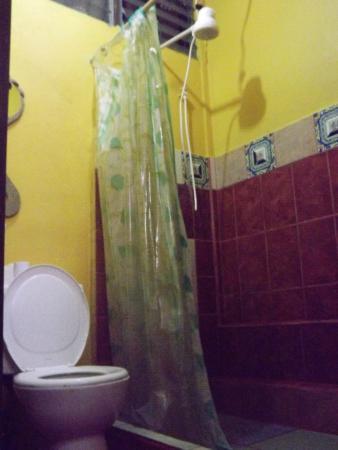 Alajuela, Costa Rica: habitacion baño privado