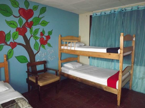 Alajuela, Costa Rica: habitacion baño compartido