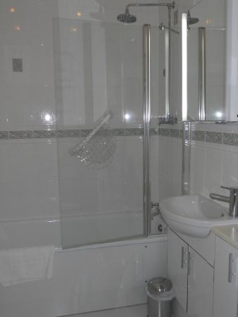 Chestnuts House: Bathroom