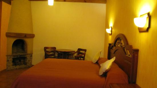 Hotel Parador Margarita: Our room - king bed, table + 2 chairs, fireplace
