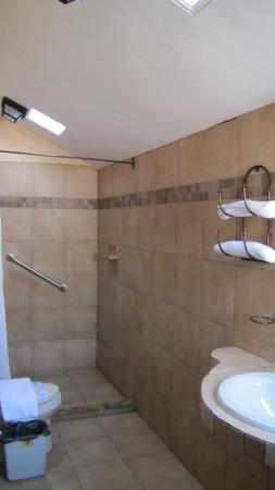 Hotel Parador Margarita: bathroom - spacious and clean