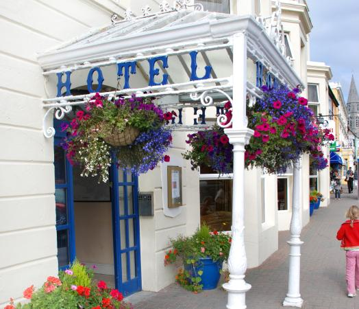 Hotels in Clifden. Book your hotel now! - confx.co.uk