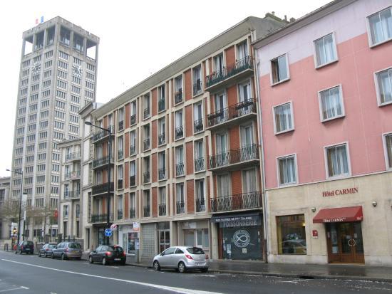 Hotel Carmin : Ubicación junto  al Ayuntamiento