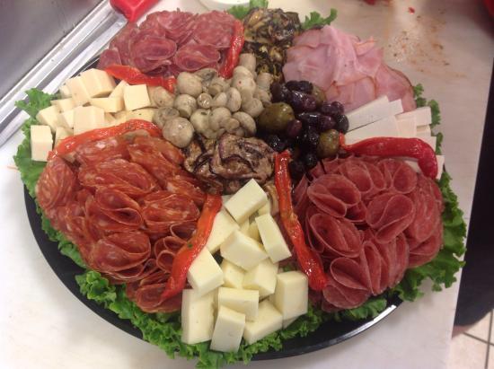 Giacomo's Italian Market : Antipasto platters