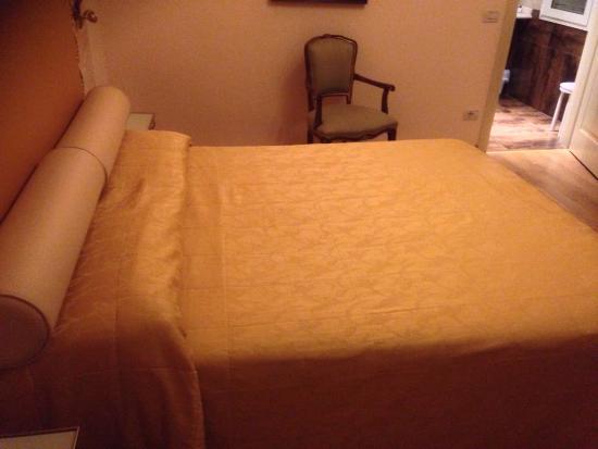 Viktoria Palace Hotel: Comfy bed
