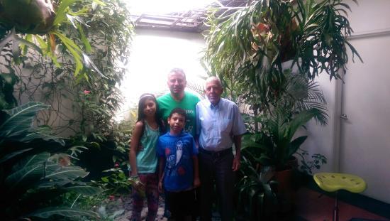 Samán Hostel Medellín: Jairo Quiceno  y Familia