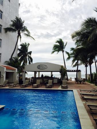 Best Western Hotel Posada Freeman Zona Dorada : Pool & bar