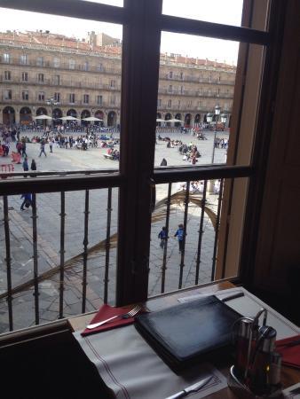 Meson Cervantes: Mesa junto á janela