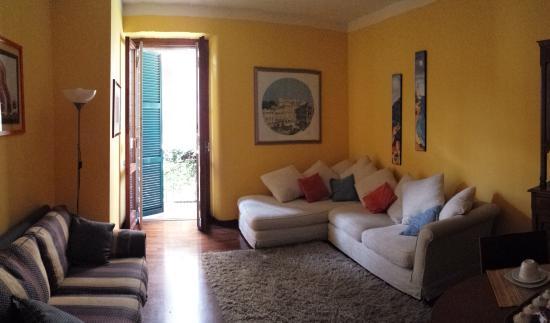 Emi's Guest House: salotto