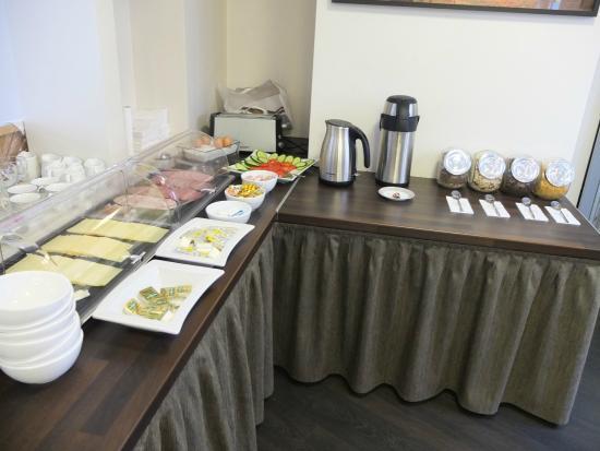 Buergerhofhotel Koln: 朝食。種類は多くないけど十分です。