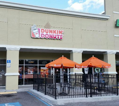 Dunkin' Donuts: Exterior from parking lot.