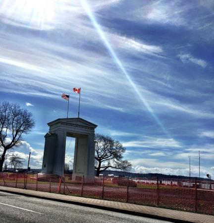 Peace Arch State Park: Being upgraded but nice still
