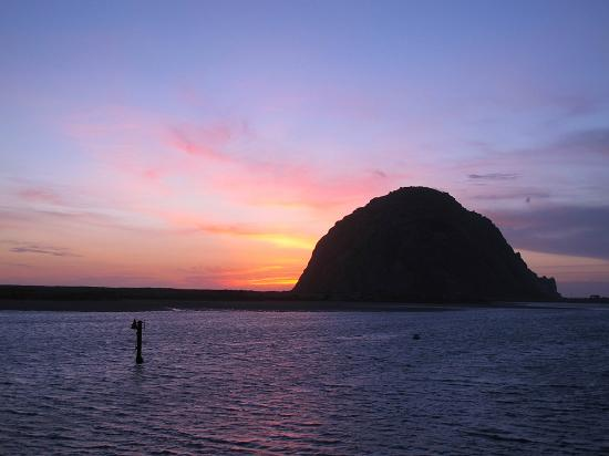 Anderson Inn: Sunset behind Morro Rock