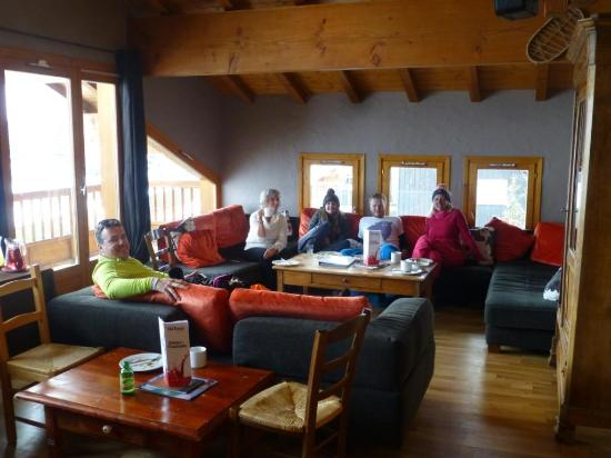 Chalet Rosset: Coffee and cakes in the top floor bar after a sunny day's skiing.