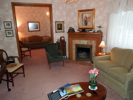 The Lamplighter Bed and Breakfast of Ludington: Common Areas