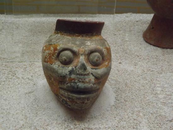 Tehuacan, Mexico: Calavera en Cerámica.