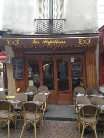 Terrace on Rue Mouffetard - Picture of Cafe Le Papillon, Paris ...