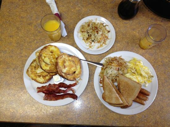 Chuck Wagon of Mackinac: Our breakfast