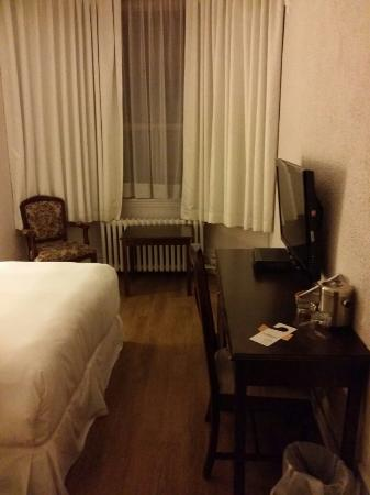 Hotel Ambrose: Room 321