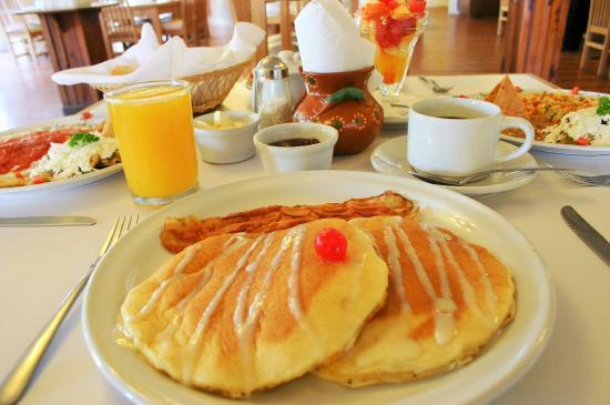 Foto de casa sun moon zihuatanejo desayuno restaurante los caracoles del hotel zihuacaracol - Desayunos en casa ...