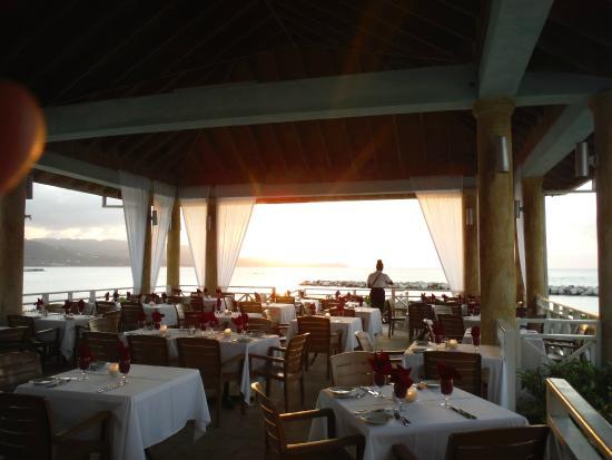 Sunscape Splash Montego Bay: Setting up for evening dining.