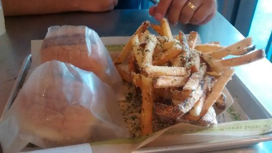 BurgerFi: Você monta seu lanche e ainda escolhe essa delícia de batata!