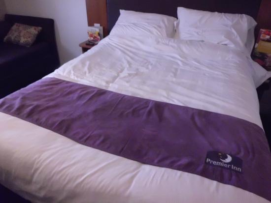 Premier Inn Oxford Hotel: Bed