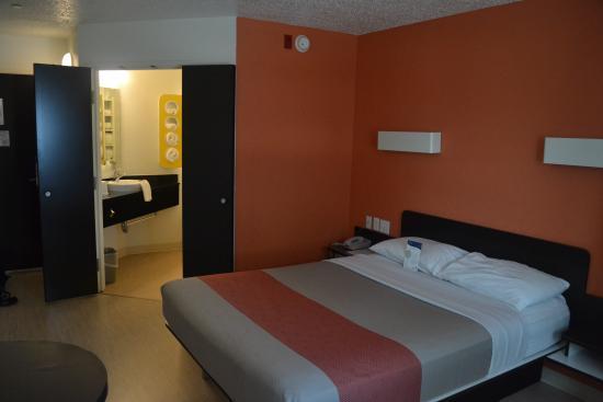 Motel 6 Biloxi Beach: Room 206