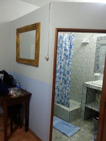 Venus Hotel : Private bathroom