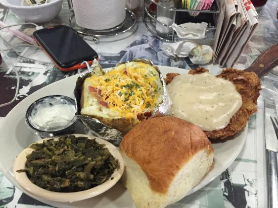 Ozark Cafe: Maw's Country Fried Chicken was great.