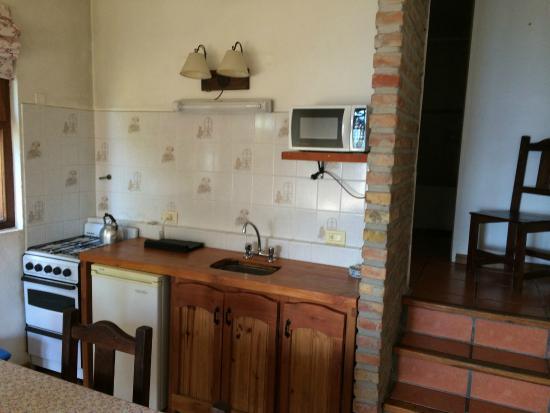 """Cabanas Las Cuatro Estaciones: cocina y comedor cabaña """"confort"""""""