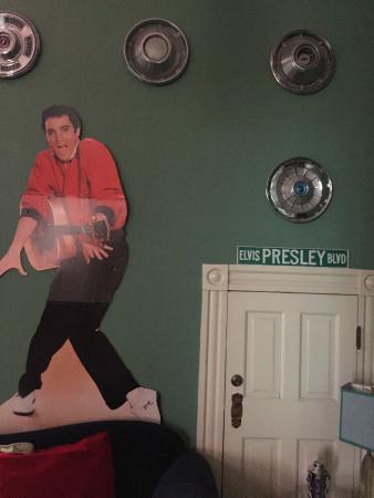Lookout Inn of New Orleans : Elvis!