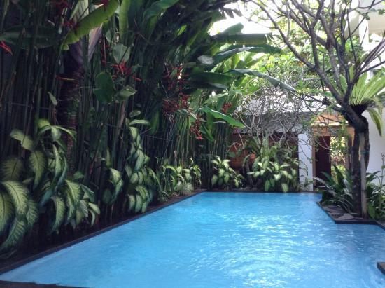 The Pavilion Hotel Kuta: Beautiful relaxing pool area