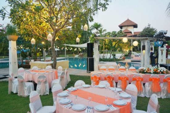 Golf Graha Famili Country Club Poolside Wedding
