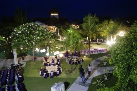 Golf Graha Famili Country Club Poolside Wedding Atmosphere