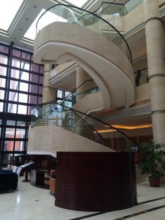 Sheraton Hohhot Hotel : Lobby stairs