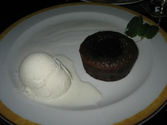 MAREDO Steakhouse Berlin Kurfürstendamm: Lavakuchen - den bästa efterrätten på Maredo