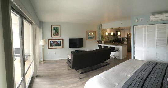 condo s picture of ilikai hotel luxury suites. Black Bedroom Furniture Sets. Home Design Ideas