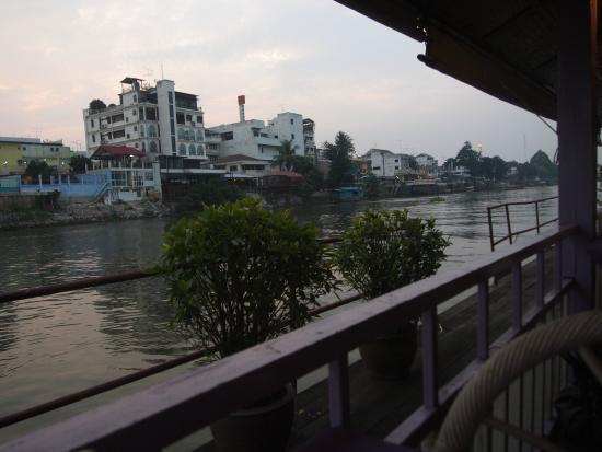 Ayothaya Riverside Hotel : 水上レストラン